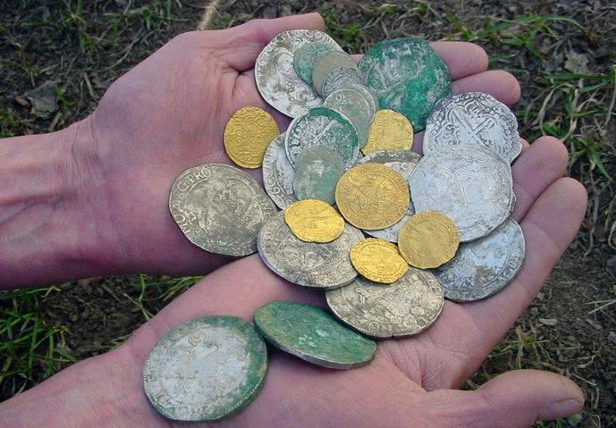 нашла в сумке чужой крестик и грязную монетуЧто с этим